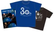 写真:公式プログラムとオリジナルTシャツ