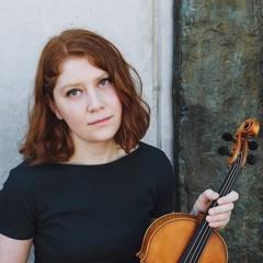 エリカ・シュワルツの写真1