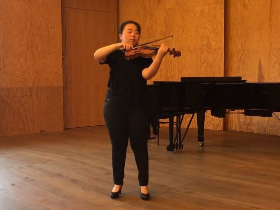 V. バルカウスカス:『無伴奏ヴァイオリンのためのパルティータ 作品12』 から「トッカータ」